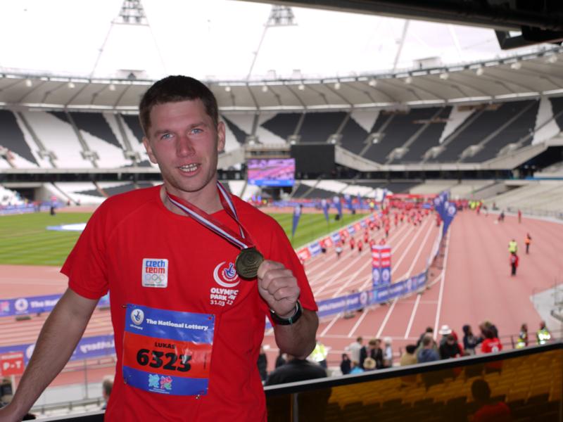 Cílovou pásku olympijského stadionu v Londýně protnul první Čech