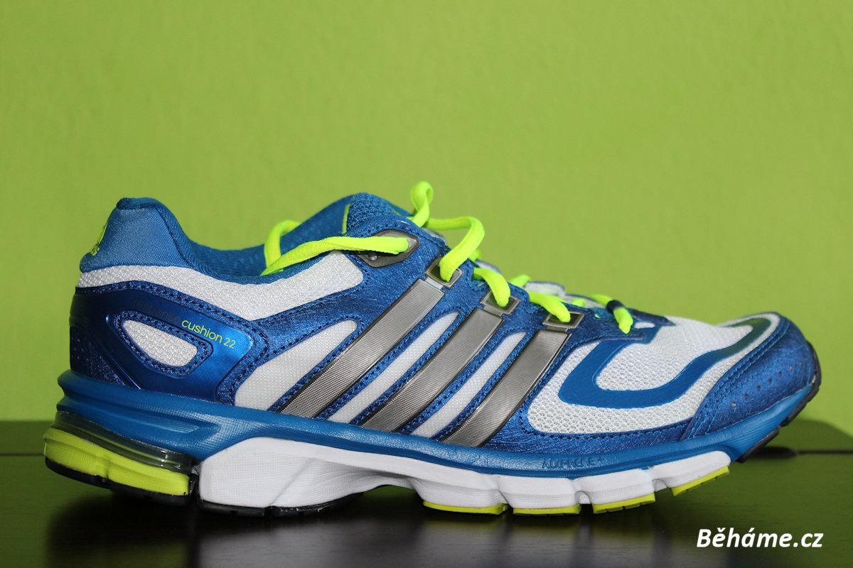 """e6d53caf371 Všimněte si na vnitřní straně bot zesíleného středu a významně zvýšené paty  """"do kolébky"""". Silniční boty Adidas ..."""