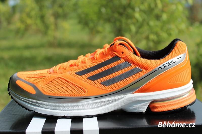Recenze: Závodní silniční boty Adidas Adizero Boston 4