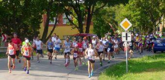 2. Pelotón tradičnej vidieckej oslavy obľúbeného džogingu tvorilo 105 úspešných bežcov a bežkýň z ČR, Nórska a SR.