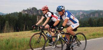 Na kole s bizarním výhledem na skalní masiv Saského Švýcarska