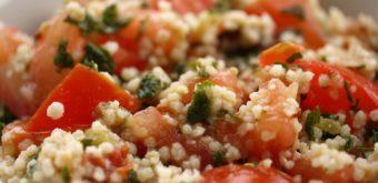 Recept: fit kuskusový salát s fíky a kuřecím masem