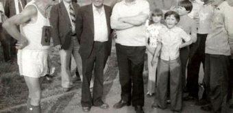 Nezabudnuteľný František Hulán zo Spojov Bratislava si odbehol Špačinský trojuholník viackrát, premiérovo ako 73-ročný hneď skraja tamojšej histórie (1. 7. 1978). Foto Marián Pavlík.