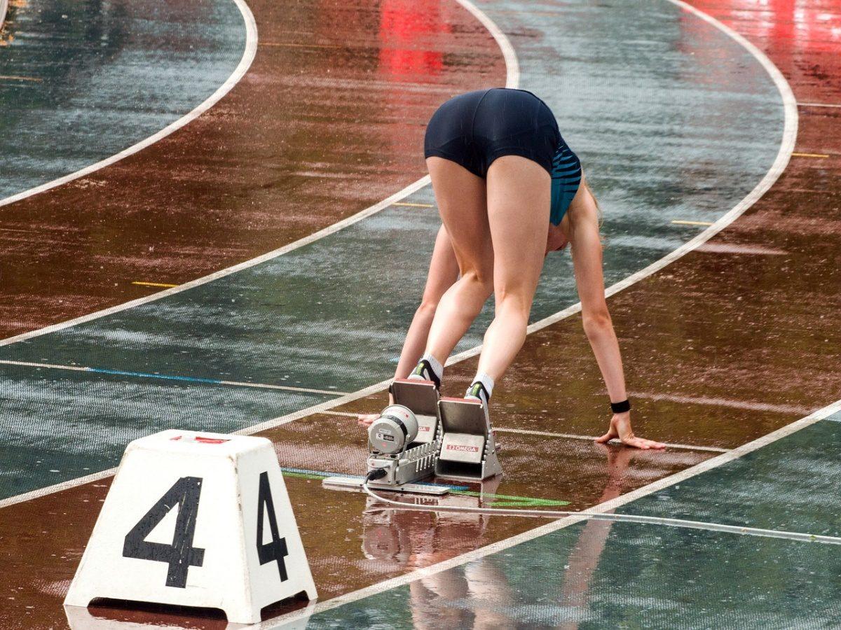 žena, běhání, dráha, startovní bloky