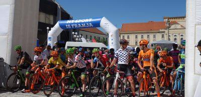 Krátko pred štartom štvrtej etapy, trnavskej, vhistorickom centre slovenského Ríma.