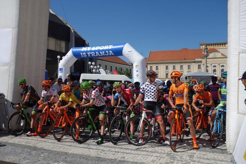 Okolo Slovenska advesto rokov bicykla
