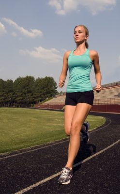 běžkyně na ovále, běhání, atletika