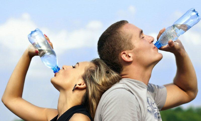 pitný režim - muž žena