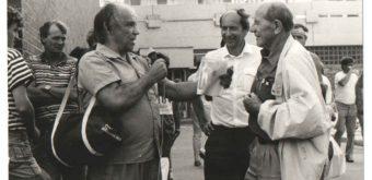 Nezabudnuteľný rozhlasový reportér Gabo Zelenay (vľavo) pri interview shviezdnym Emilom Zátopkom.