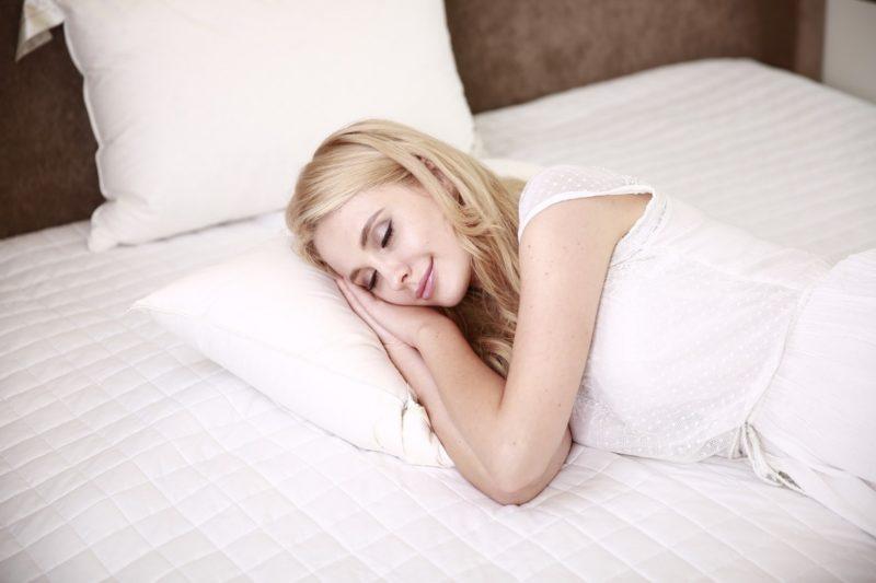 regenerace po tréninku žena spánek