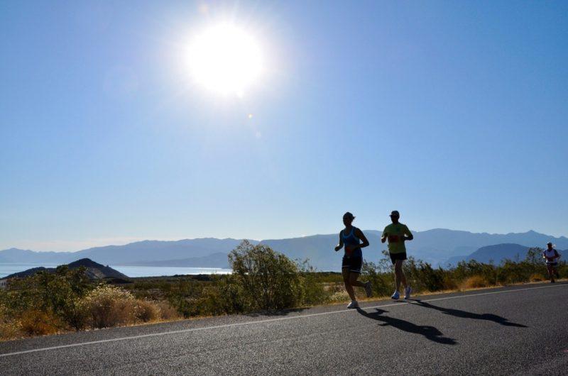 Běháme na podzim: fartlek a běhy do kopce
