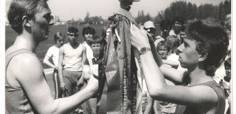 Štafeta oslobodenia sa naprieč Slovenskom bežala v 80. rokoch štyri razy. Na centrálny kolík postupne pribúdali pozdravné stuhy.