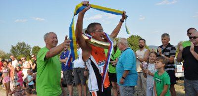 Riaditeľ pretekov Milan Jablonický (vľavo) a absolútny víťaz tohtoročného Behu vďaky, člen AC Malacky Jakub Valachovič.