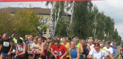 Hlavný pelotón bežeckého festivalu v uliciach Kľačian sa dá do pohybu v druhú októbrovú nedeľu na pravé poludnie.