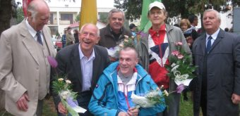 Táto fotografia nám pripomína Jaroslava Banáka (v hornom rade prvý zľava), dlhoročného riaditeľa Kľačianskej desiatky.