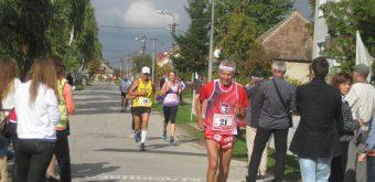 Populárny vytrvalec Květoslav Hána (v popredí) z Veselí nad Moravou pri jednej zo svojich početných účastí v kľačianskom behu.