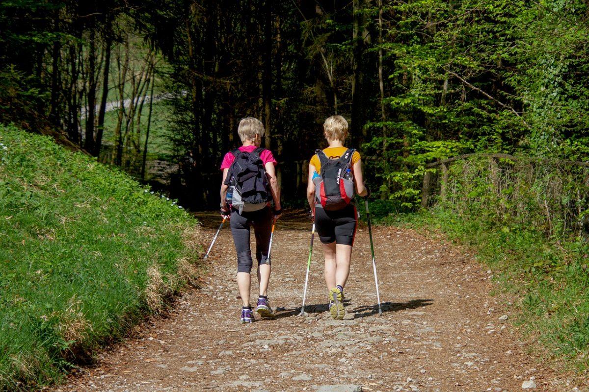 nordic walking dvě ženy