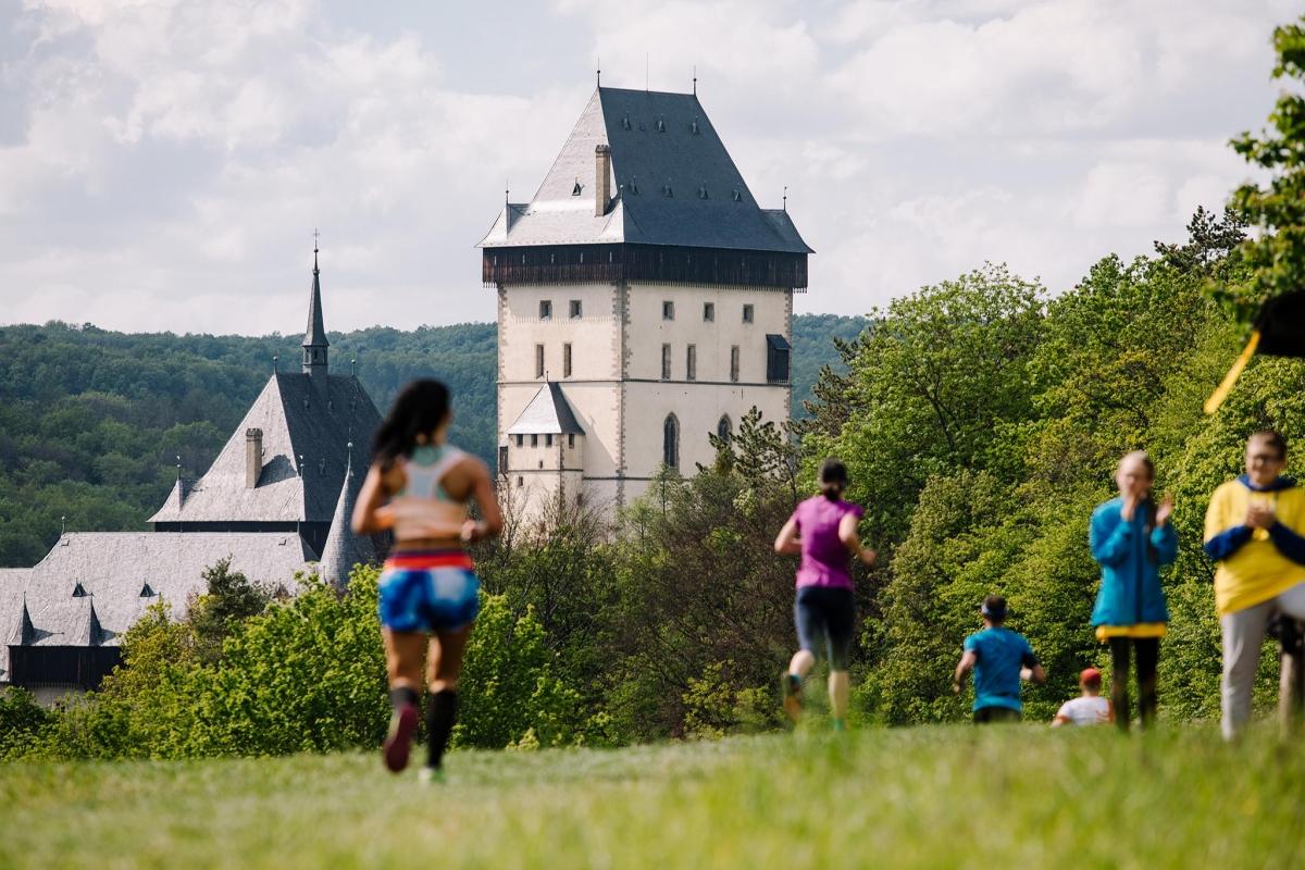 Běhej lesy Karlštejn 2020